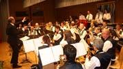 Die Feldmusik Beckenried präsentierte unter Leitung von Heini Iten vielseitige und mitreissende Tanzmusik aus aller Welt. (Bild: Kurt Liembd (26. Mai 2018))