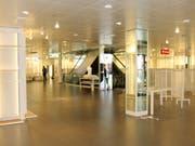 Trostlos: Seit gut einer Woche steht die Ladenfläche von OVS an bester Lage in der Wiler Fussgängerzone leer. (Bild: Hans Suter)