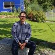 Michael Fitzi verbringt seine Freizeit gerne in seinem Garten. (Bild: Ines Biedenkapp)