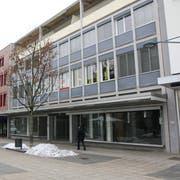 Obere Bahnhofstrasse 38: Die rechte Ladenhälfte des ehemaligen Modehauses Schild ist vermietet; Eröffnung ist im Oktober. (Bilder: Hans Suter)