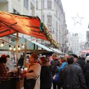 Der Bummelsonntag ist bei der Bevölkerung, den Geschäften von Rorschach und den Betreibern von Marktständen gleichermassen gefragt. (Bild: Jolanda Riedener, 4. Dezember 2015)