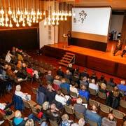 Der Stadthofsaal in Rorschach war am Montagabend bei der Diskussion über die Zukunft des Spitals beinahe voll besetzt. (Bild: Rudolf Hirtl)