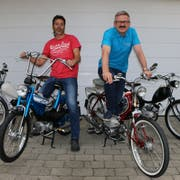 Markus Pölzl (rechts) und Reto Jucker mit ihren Töffli. (Bild: PD)