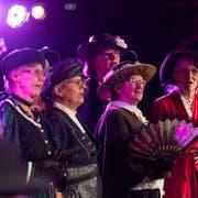 Der Nostalgiechor Zug singt an der 1. Zuger Chornacht im Stadtpark ob dem Casinoparkhaus.(Bild: Roger Zbinden (Zug, 15. September 2018))