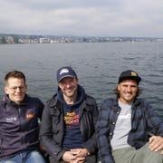 Daniel Schmidli, Dario Aemisegger und Robert Veronik (von links) gaben auf dem Boot einen Einblick in das neue Programm der Strandfestwochen. (Bild: Ines Biedenkapp)