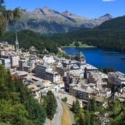 St. Moritz bleibt unangefochten der teuerste Ort im Alpenraum. (Bild: Mike Fuchslocher/Alamy)