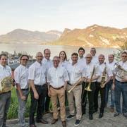 Das Organisationskomitee des Innerschweizer Musikfests, geleitet von Präsident Hans Wicki (Siebter von rechts). (Bild: PD)