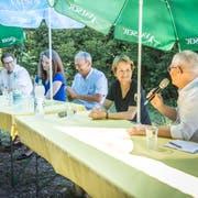 Die Ständeratskandidaten Jakob Stark, Nina Schläfli, Kurt Egger, Brigitte Häberli (bisher) und Ueli Fisch in der Bürgerhütte Balterswil. (Bild: Andrea Stalder)