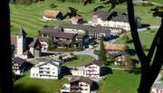 Blick auf das Schulhausareal von Emmetten. (Bild. Markus von Rotz, 19. Oktober 2013)