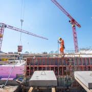 Das neue Schulhaus Sonnenrain soll bis August/Oktober 2020 bezugsbereit sein. Bild: Urs Bucher/TAGBLATT