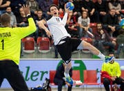 Spielt derzeit eine wichtige Rolle im Nationalteam: Nicolas Raemy (mit Ball). (Bild: Ennio Leanza/Keystone (Winterthur, 5. Januar 2019))