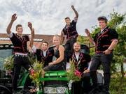 Grund zum Jubeln: Diese sechs sowie die 65 weiteren jungen Landwirte haben ihre Prüfungen im Kanton Luzern bestanden. Bild: Eveline Beerkircher (Schüpfheim, 3. Juli 2019)
