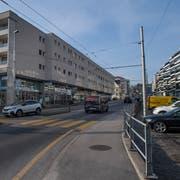 Die Gerliswilstrasse ist heute vom Verkehr dominiert und wenig attraktiv. (Bild: Boris Bürgisser, Emmen, 23. Januar 2019)