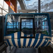 Seit Mitte Januar fährt die Säntis-Schwebebahn nicht mehr. Weil eine Lawine eine der Stützen beschädigt hat, müssen Touristen und Angestellte im Tal bleiben (Bilder: Benjamin Manser)