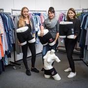Martina Sallmann, Simona Kägi und Ariane Angst präsentieren einen Teil der neuen Olma-Unterwäsche. (Bild: Reto Martin)