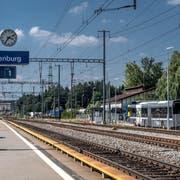 Blick auf den Bahnhof Rothenburg Station mit der Bushaltestelle (rechts). Bild: Pius Amrein (Rothenburg, 20. August 2018))