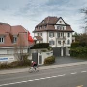 Den Preis erfahren nur ernsthafte Kaufinteressenten: Werner Mangs Anwesen in Rorschacherberg. (Bild: Ralph Ribi)