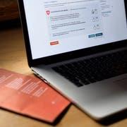 Plattform des Nachbarkantons: Auslandschweizer und Einwohner in fünf St.Galler Gemeinden können derzeit übers Internet abstimmen. Der Kanton St.Gallen wählte das E-Voting-System des Kantons Genf. (KEYSTONE/Gian Ehrenzeller)