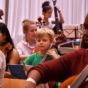 130 Kinder proben für den Auftritt im KKL. (Bild: LF/Diego Ravetti)