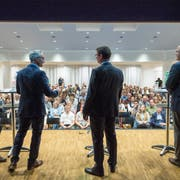 Von den gut besetzten Publikumsrängen kamen auch kritische Fragen. (Bild: Ralph Ribi)