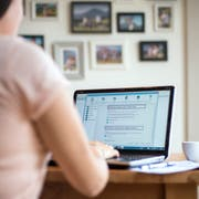 Themenbild für die elektronische Steuererklärung zu Hause.Das Bild entstand am Samstag, 23. Februar 2019.Bild: (Pius Amrein / LZ)Finanzen, Steuern, Zahlen, Schulden, Themenbild, Computer, Laptop