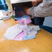 Symbolbild zum Thema Wahlen AbstimmungIm Bild ist das Auszählbüro,(foto: roger gruetter)