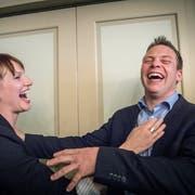 CH-Gemeinderätin Salome Scheiben hat ob der Resultate gut lachen. Der zukünftige SVP-Stadtrat Andreas Elliker freut sich mit. (Bild: Andrea Stalder)