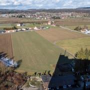 Blick von der Zwicky-Mühle in Wigoltingen auf das Areal, wo das Outlet Edelreich realisiert werden soll. Im Hintergrund die Gemeinde Müllheim. (Bild: Reto Martin)