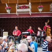 Carlo Brunner (von links), Schöff Röösli, Urs Lötscher und Philipp Mettler eröffneten am Donnerstag das Heirassa-Festival. (Bild: Roger Grütter (30. Mai 2019))