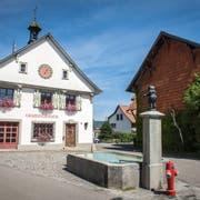 H. arbeitete von 1995 bis 2001 in der Gemeindeverwaltung: das frühere Gemeindehaus in Basadingen. (Bild: Reto Martin)