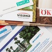 Eine Vielfalt an Kassen versichert uns im Gesundheitswesen. (Bild: Keystone/Gaetan Bally)