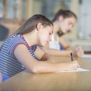 Zu viele Prüfungen in zu kurzer Zeit: Die meisten St.Galler Lehrer stehen der Probezeit kritisch gegenüber. (Symbolbild: Imago)