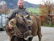 Wendel Odermatt mit Kuh Eule.