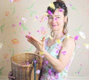 Lilo Meier tüftelt immer wieder neue Produkte mit Rosen aus, wie das Rosenmark. (Bild: Bloom's)