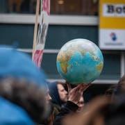 Demonstrierende Jugendliche in St.Gallen. Rund um den Globus haben bereits zahlreiche Städte den Klimanotstand ausgerufen. In St.Gallen fanden sie kein Gehör - dafür in Wil.