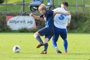 Marius Schwabe (links) rettete Ebnat-Kappel mit seinen zwei späten Toren wenigstens einen Punkt. (Bild: Beat Lanzendorfer)