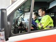 In Wattwil verletzte sich eine Person bei einem Sturz auf der Baustelle für die Überbauung Süd. Die Ambulanz wurde alarmiert und brachte das Unfallopfer ins Spital. (Symbolbild: Donato Caspari)