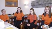 Zeigten sich begeistert ob der Singwoche des Jugendchors der Stadtkirche Winterthur in Wildhaus: Jon, Zoë, Loviisa und Naomi (von links). (Bild: Peter Küpfer)