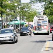 Auf dem Boulevard herrscht wieder das ursprüngliche Verkehrsregime. Die Strasse ist wieder von allen Seiten befahrbar. (Bild: Donato Caspari)