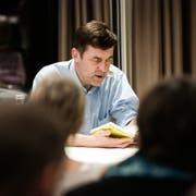 Peter Stamm liest aus seinem Buch. (Bild: Donato Caspari)
