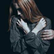 59 Prozent der befragten Frauen haben eine unerwünschte Berührung erlebt. (Symbolbild: Getty)