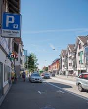 Die Parkplätze im Zentrum bleiben in der ersten halben Stunde gratis. (Bild: Lisa Jenny (9. August 2019))