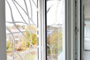 Dank der fix installierten Fensterverzierungen lässt es sich jederzeit lüften. (Bild: Donato Caspari)
