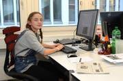 Gesa Altenhölscher verbrachte den Zukunftstag in der Redaktion des W&O. (Bild: Corinne Hanselmann)