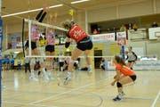 Raiffeisen Volley Toggenburg zeigte trotz Niederlage gegen den übermächtigen Gegner eine gute Leistung.Bild: (Reinhard Kolb)