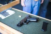 Der Verurteilte hat nach Ansicht des Kantonsgerichts seine Waffen nicht sorgfältig genug aufbewahrt. (Symbolbild: Peer Füglistaller)