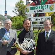 OK-Präsident Werner Messmer, OK-Mitglied Mario Testa und Stefan Roth, Präsident der Musikkommission des Thurgauer Kantonal-Musikverbandes. (Bild: Georg Stelzner)