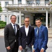 Marco R. Zanolari (General Manager Grand Hotels), Matthias Hüppi (FCSG-Präsident) und Patrick Vogler (CEO Grand Resort Bad Ragaz) )von links) (Bild: pd)