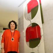 Mit Acrylglas «Schattenspiele» gestaltet: Sonja Schmid erstellt Werke, die sich je nach Tageszeit oder Sonnenstand ändern. (Bild: Christof Lampart)