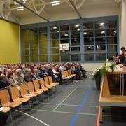 298 Stimmberechtigte nahmen an der Bürgerversammlung teil. Bei 4117 Stimmberechtigten in der Gemeinde macht das einen Anteil von 7,23 Prozent aus. (Bild: Tobias Söldi)